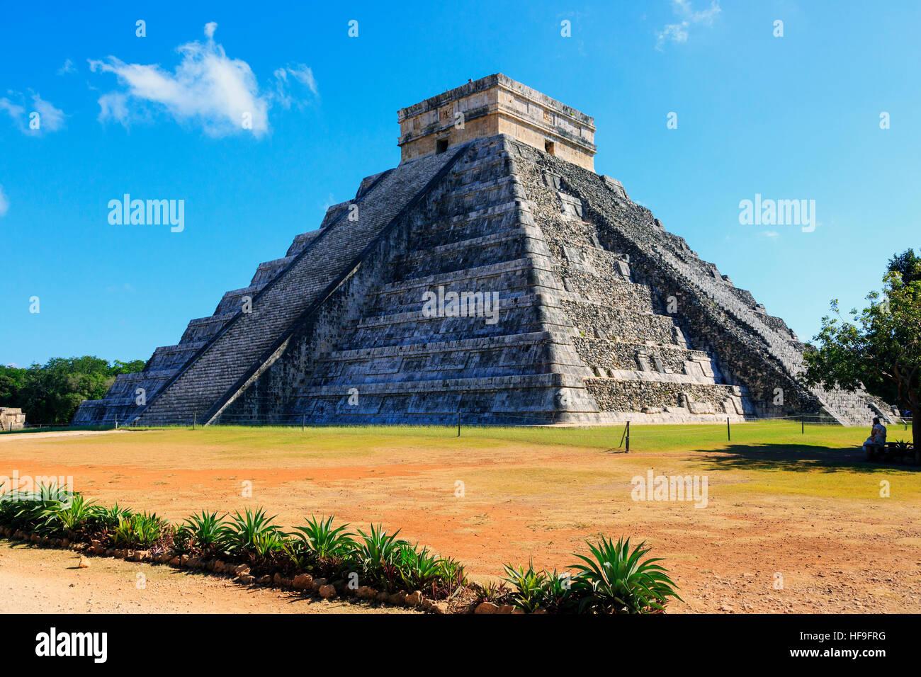 La structure centrale de Castillo, dans l'ancien temple maya de Chichen Itza, Yucatan, Mexique Photo Stock