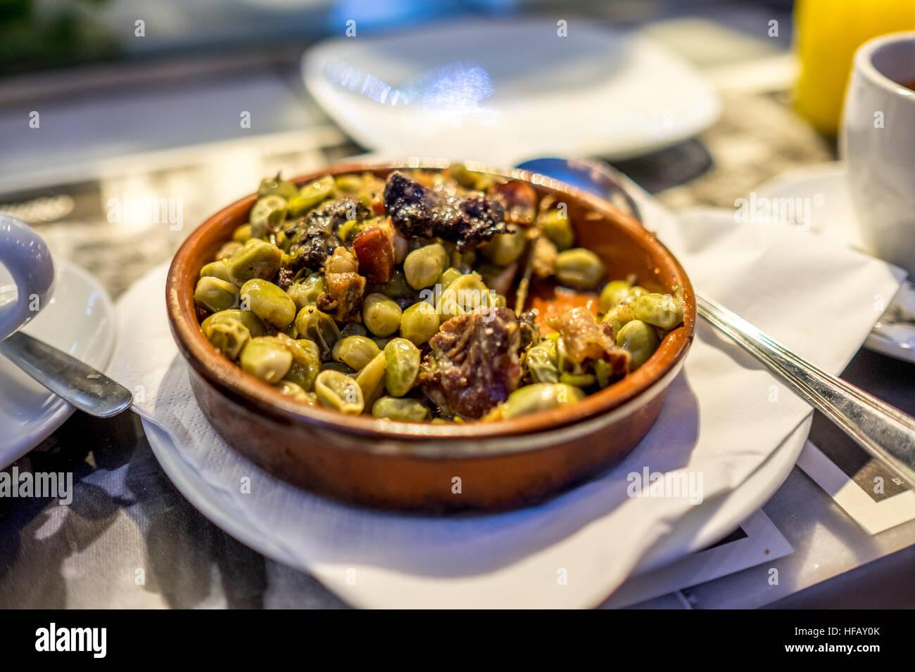 L'espagnol et de haricots ragoût de saucisses. Photo Stock