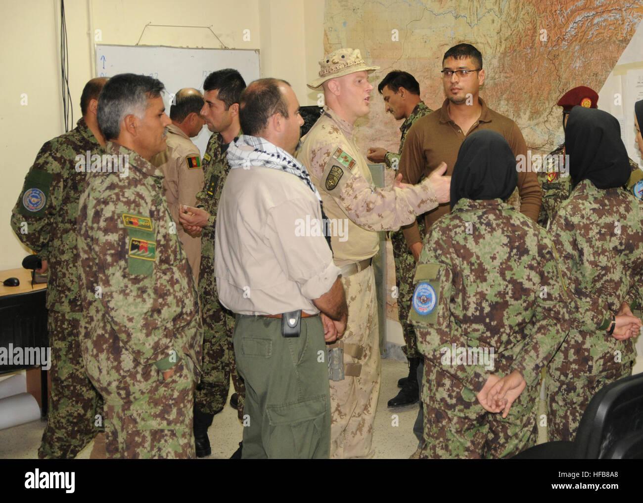 120519-N-DW912-001 Kaboul, Afghanistan (19 mai 2012) - Le Major Cory Moore, agent juridique avec les Forces canadiennes,Banque D'Images