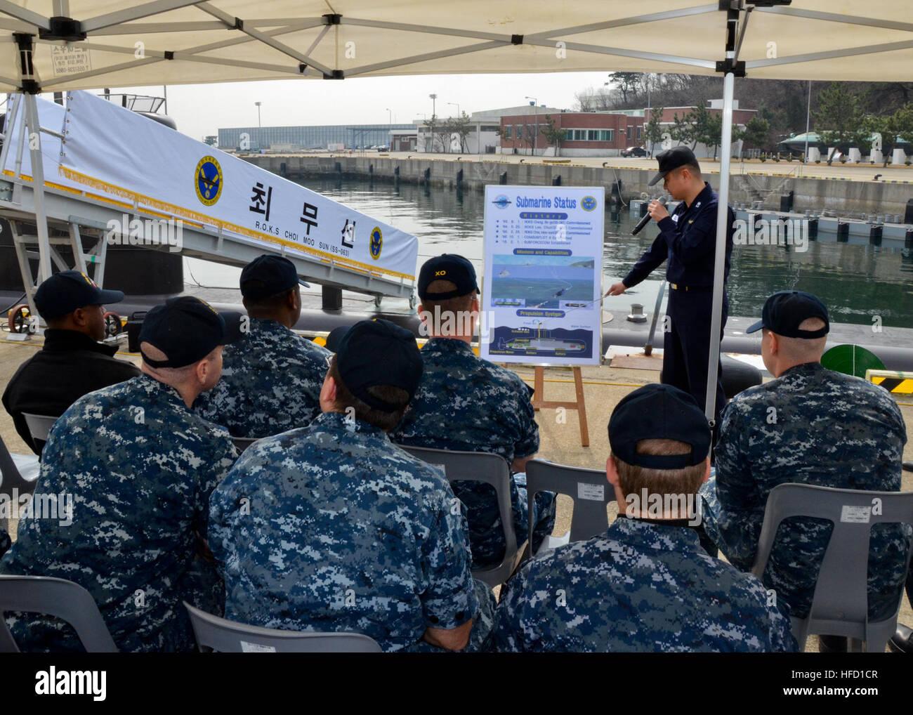 150316-N-YM720-014 JINHAE, République de Corée (16 mars 2015) marins affectés à l'adjudication Photo Stock