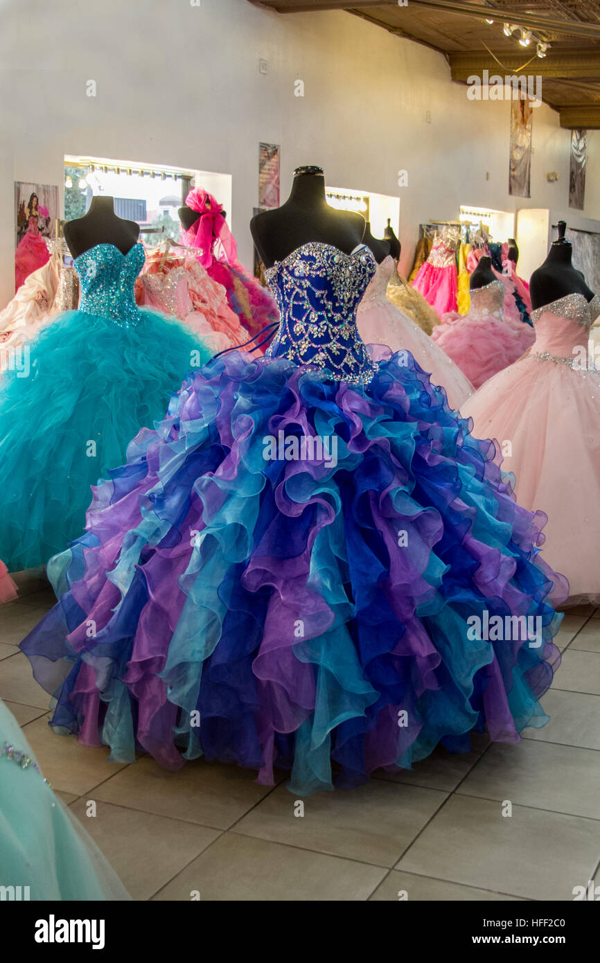 6a6c4bb64 Robes Quinceañera à McAllen au Texas. Une partie de l Amérique latine  traditionnelle fête