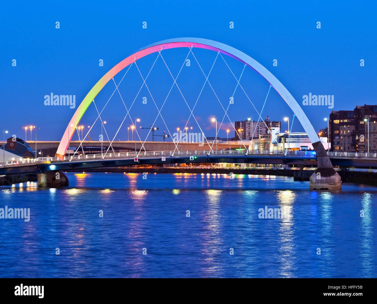 Royaume-uni, Ecosse, Lowlands, Glasgow, Crépuscule sur la Clyde Arc. Banque D'Images