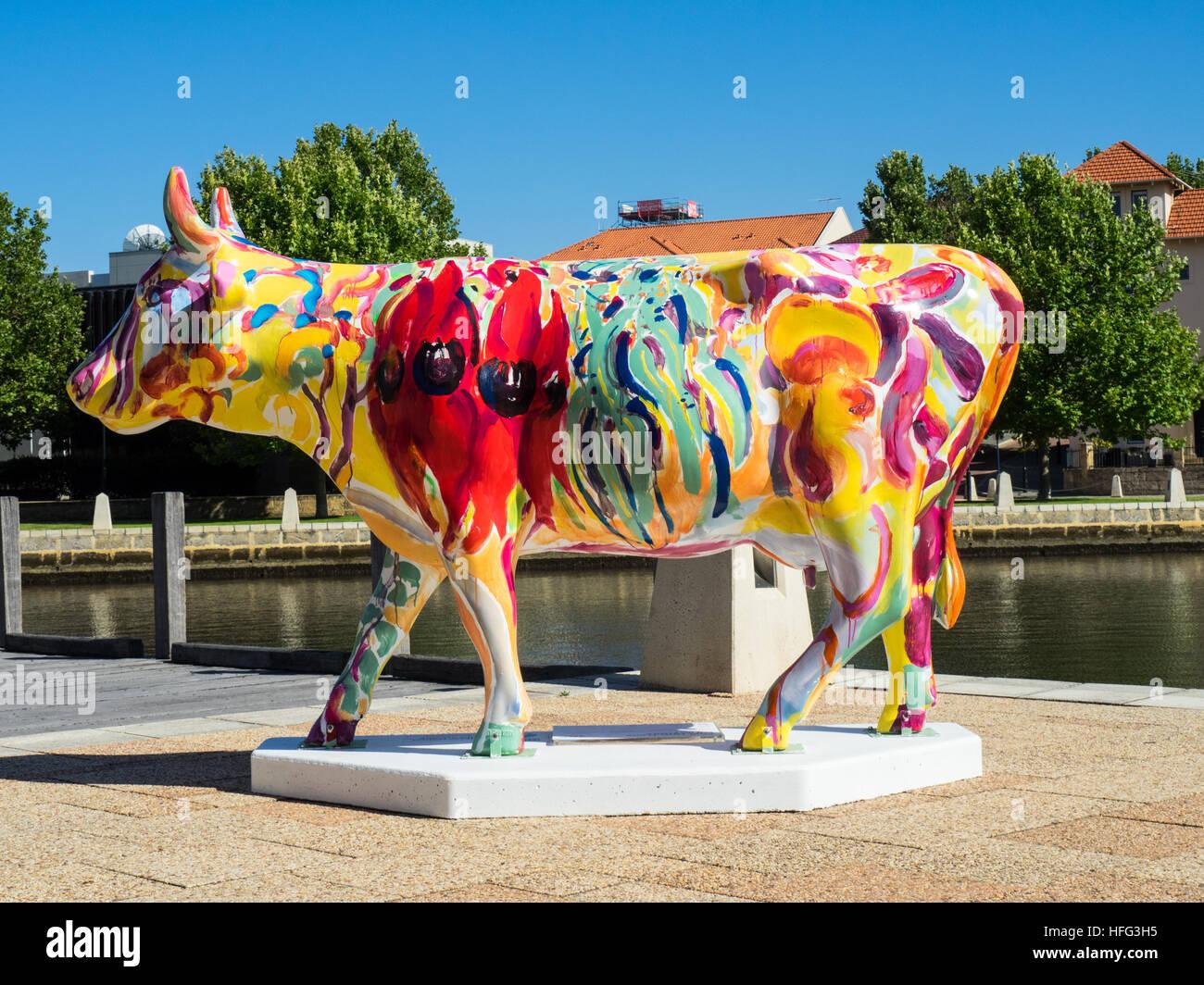 La Vie D Une Vache Cowparade Taille Sculpture Dans Perth 2016 Une Exposition D Art Public De 40 Vaches En Fibre De Verre Peint Par Des Artistes Locaux Photo Stock Alamy