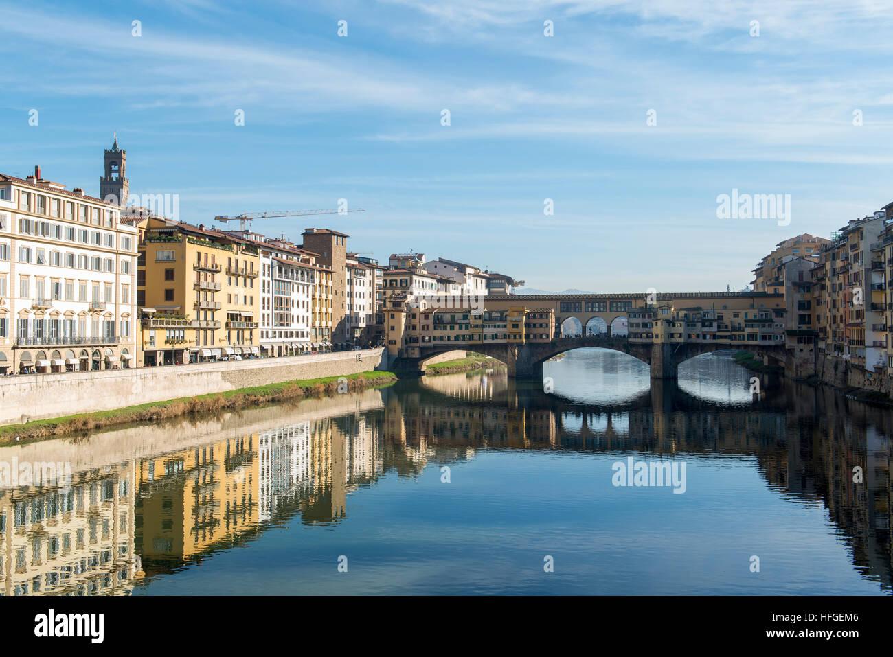 Le Ponte Vecchio sur l'Arno à Florence, Italie Photo Stock