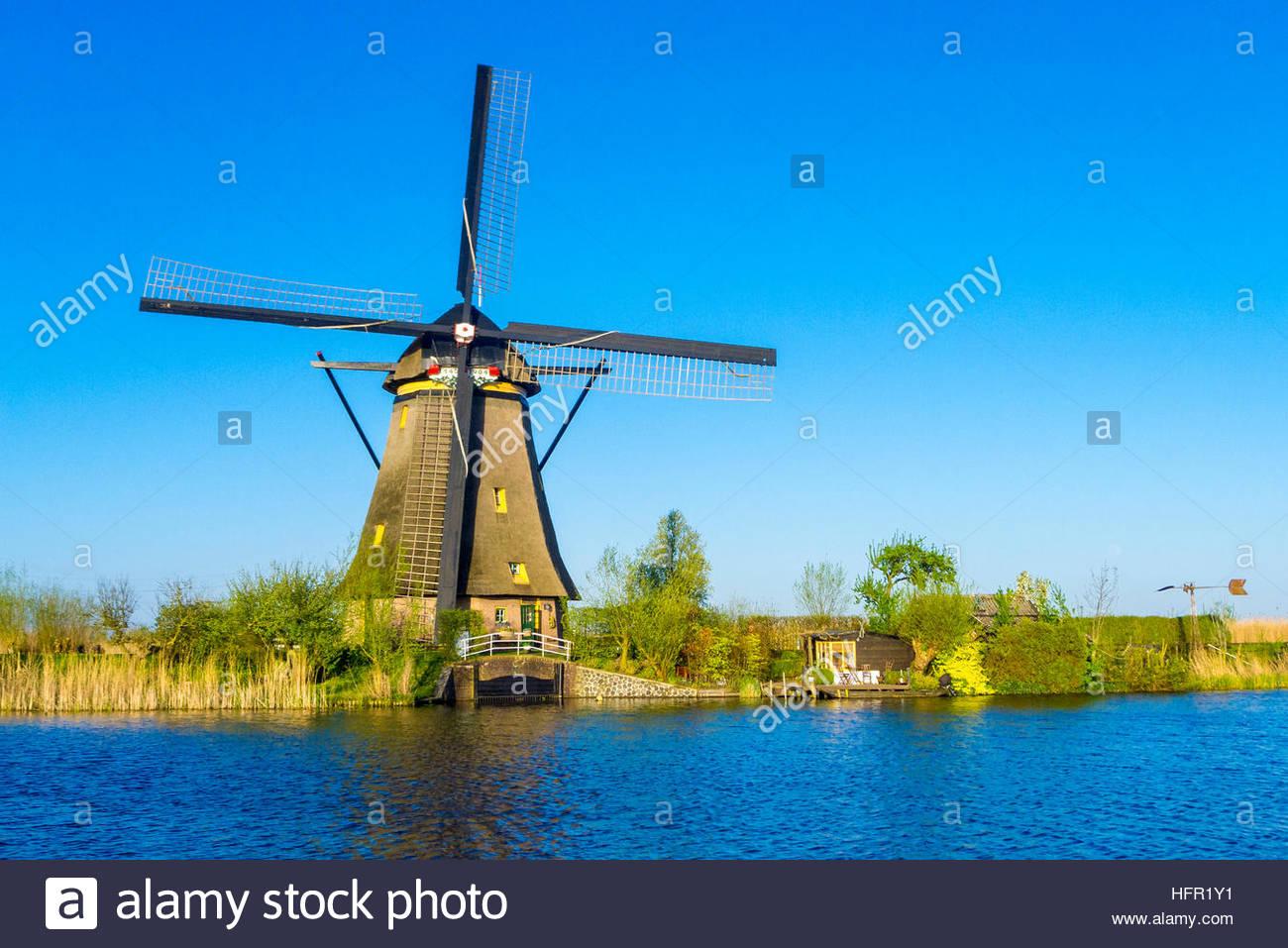 Pays Bas, Hollande-du-Sud, Kinderdijk. Moulins à vent hollandais historique sur les polders, UNESCO World Heritage Banque D'Images