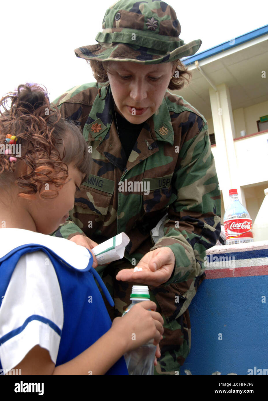 060613-N-8391G-186 Tawi Tawi, Philippines (13 juin 2006) - Public Health Service des États-Unis Le Lieutenant Photo Stock
