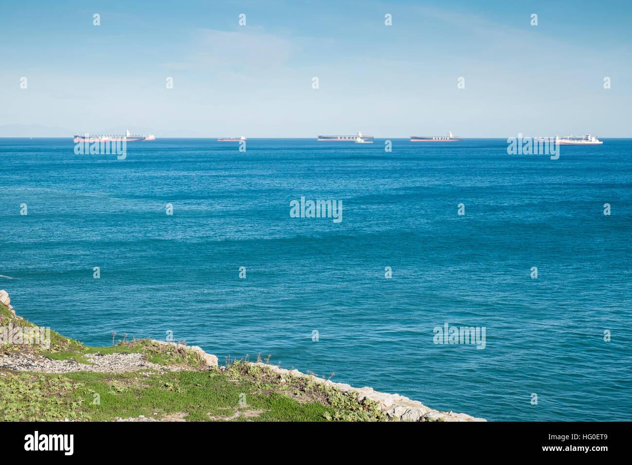 Les pétroliers au détroit de Gibraltar. Banque D'Images