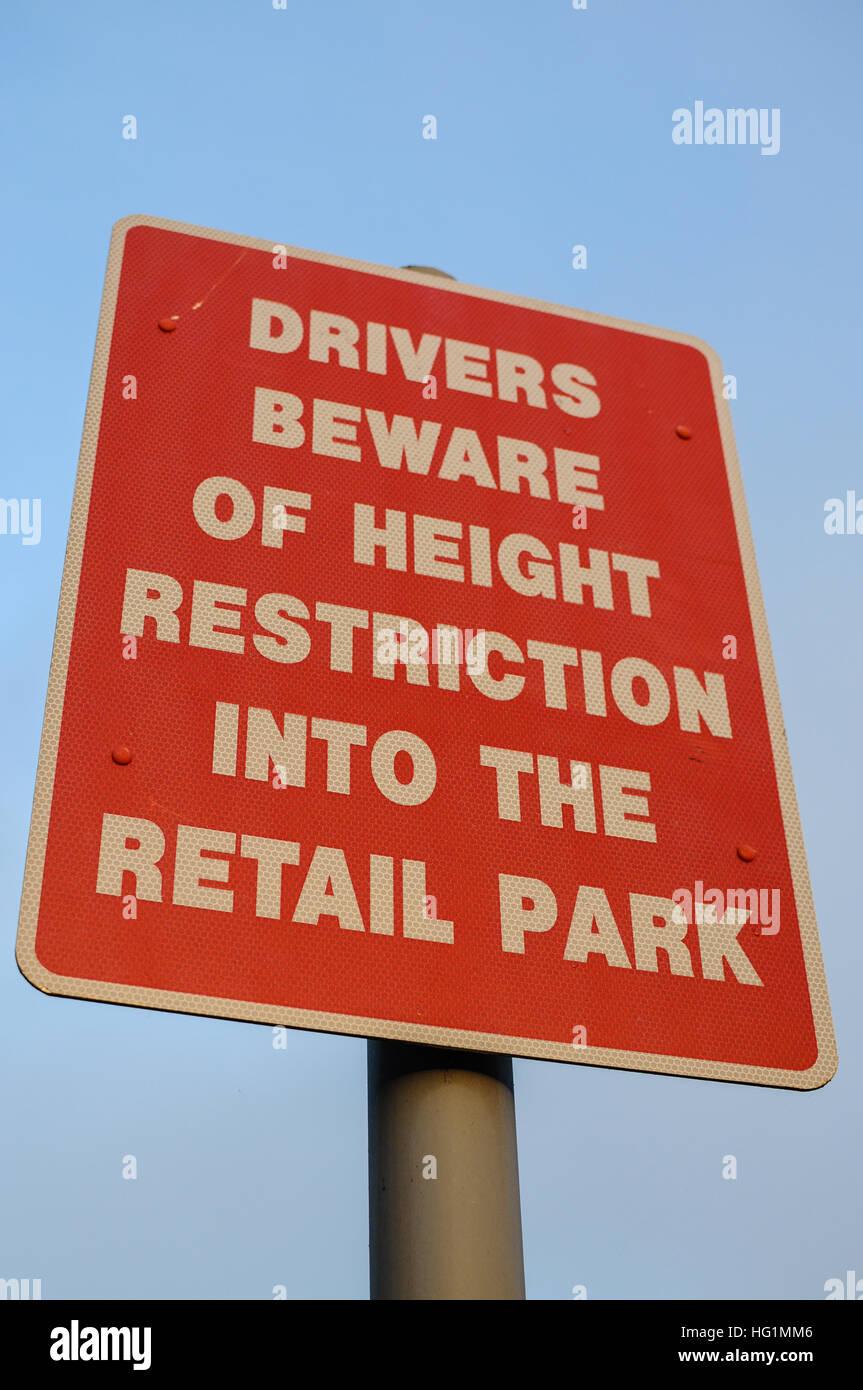 Signe de la limitation de hauteur du trafic Photo Stock