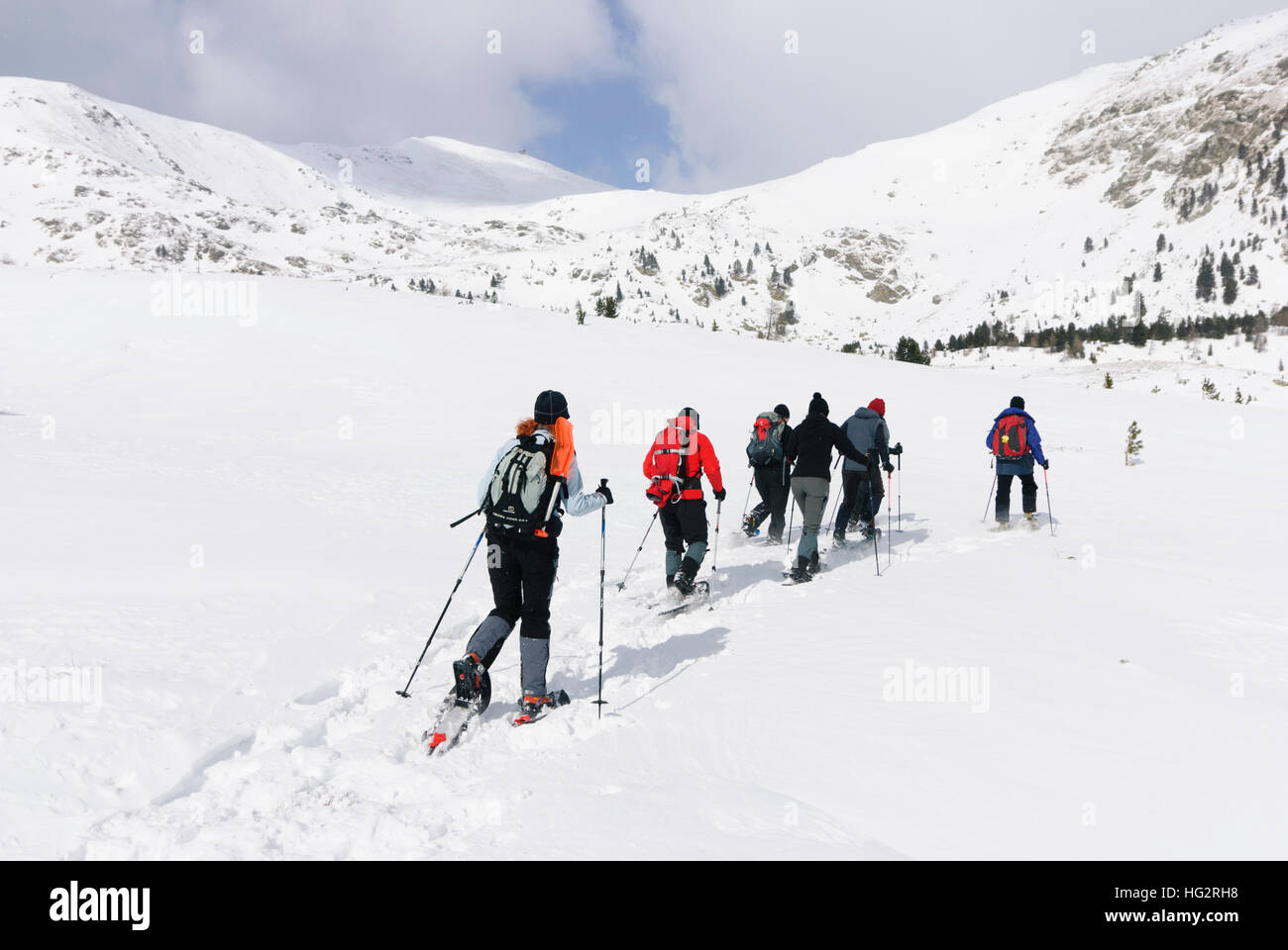 Les randonneurs en raquettes veysonnaz: en face du Mont Zirbitzkogel dans les Alpes Seetaler, Murtal, Steiermark, Photo Stock