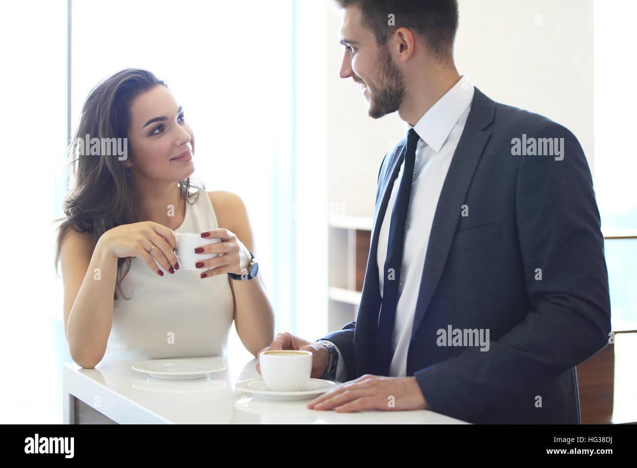 Réunion d'affaires dans un café Photo Stock