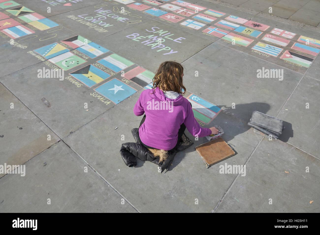 Artiste de la chaussée, les drapeaux nationaux, chalk Photo Stock