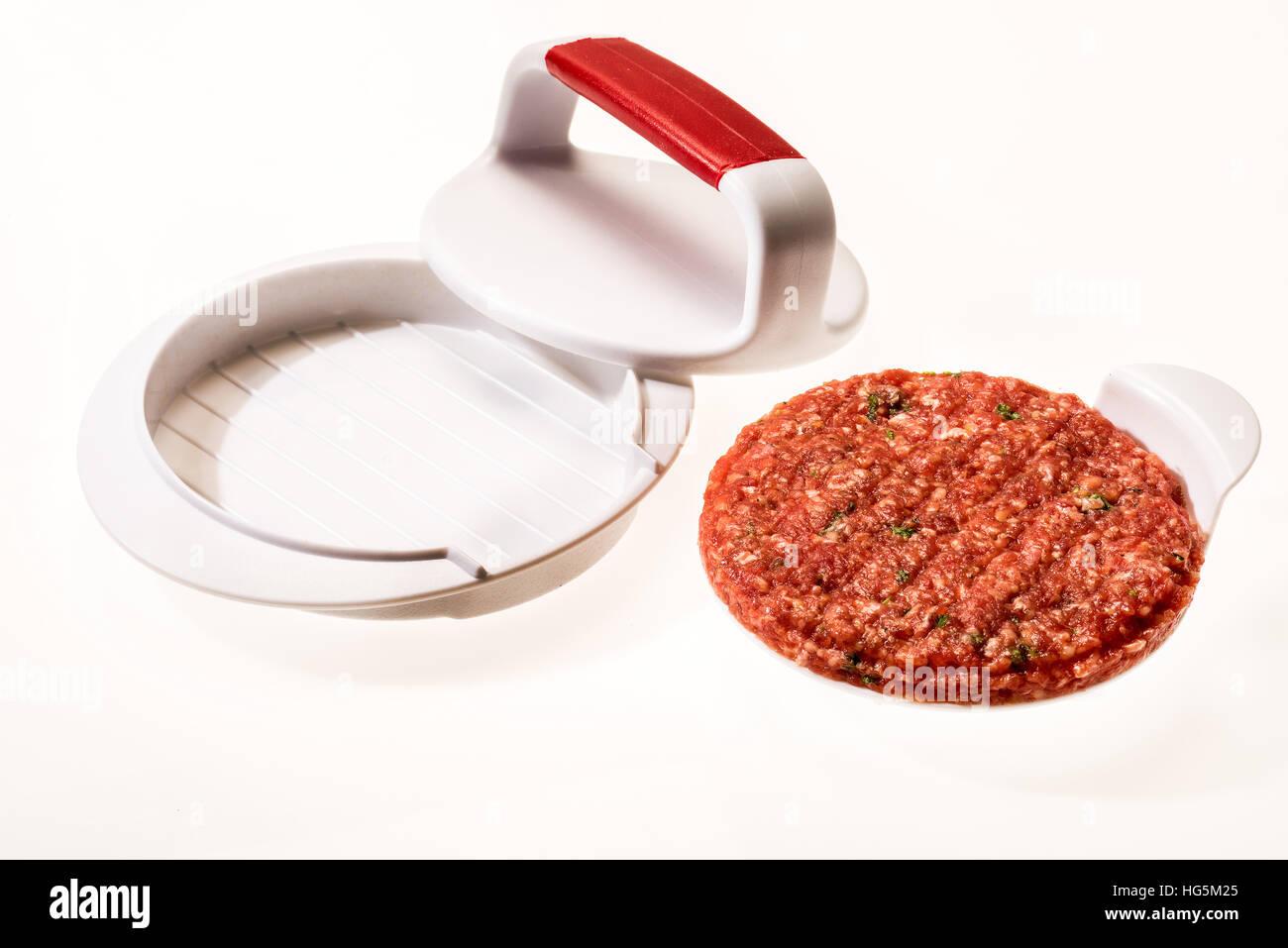 Faire des galettes de viande à hamburger parfait Patty. Restauration rapide, tartare de boeuf, hambureger, Photo Stock