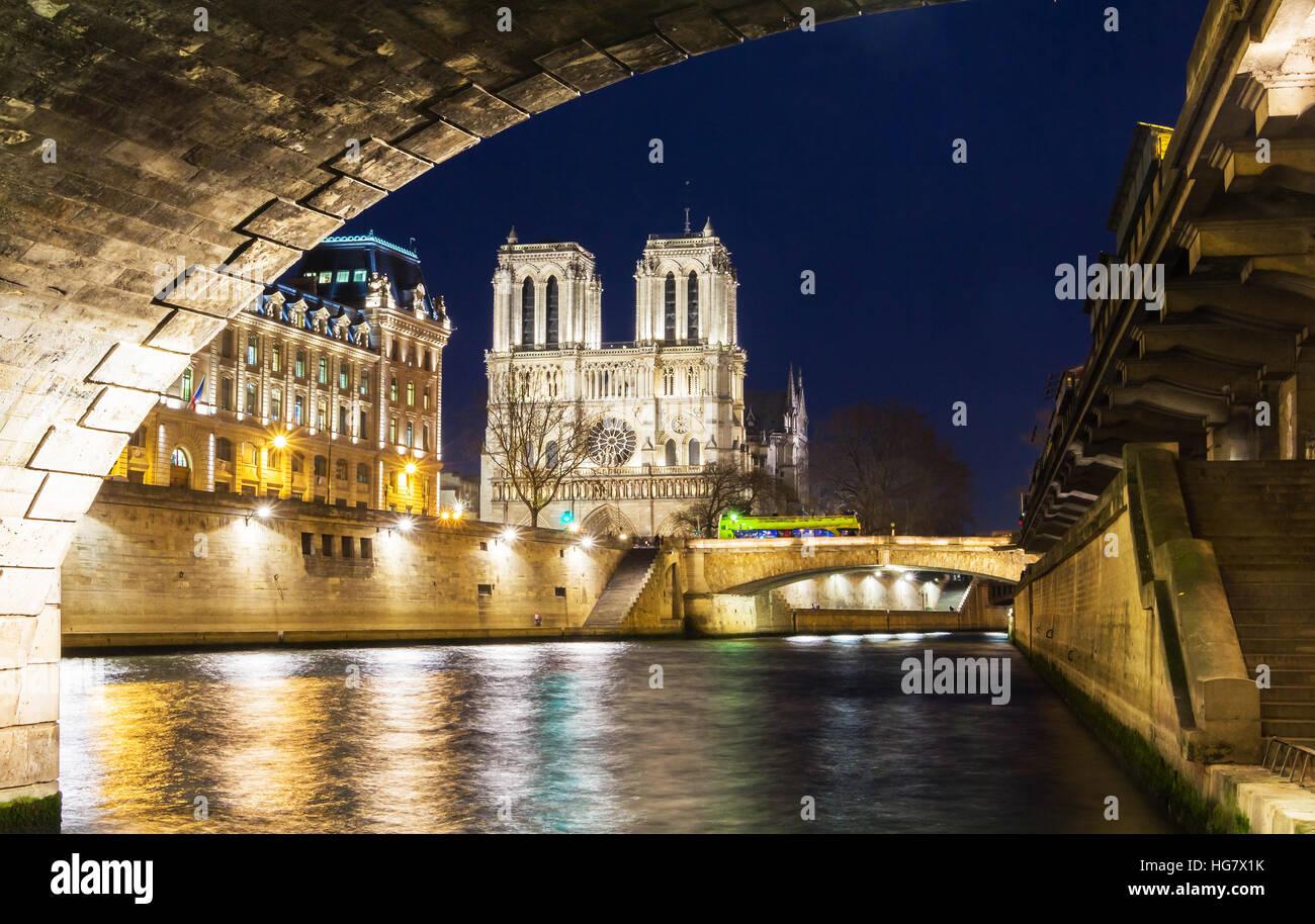 La Cathédrale Notre Dame est historique cathédrale catholique, un des monuments les plus visités Photo Stock