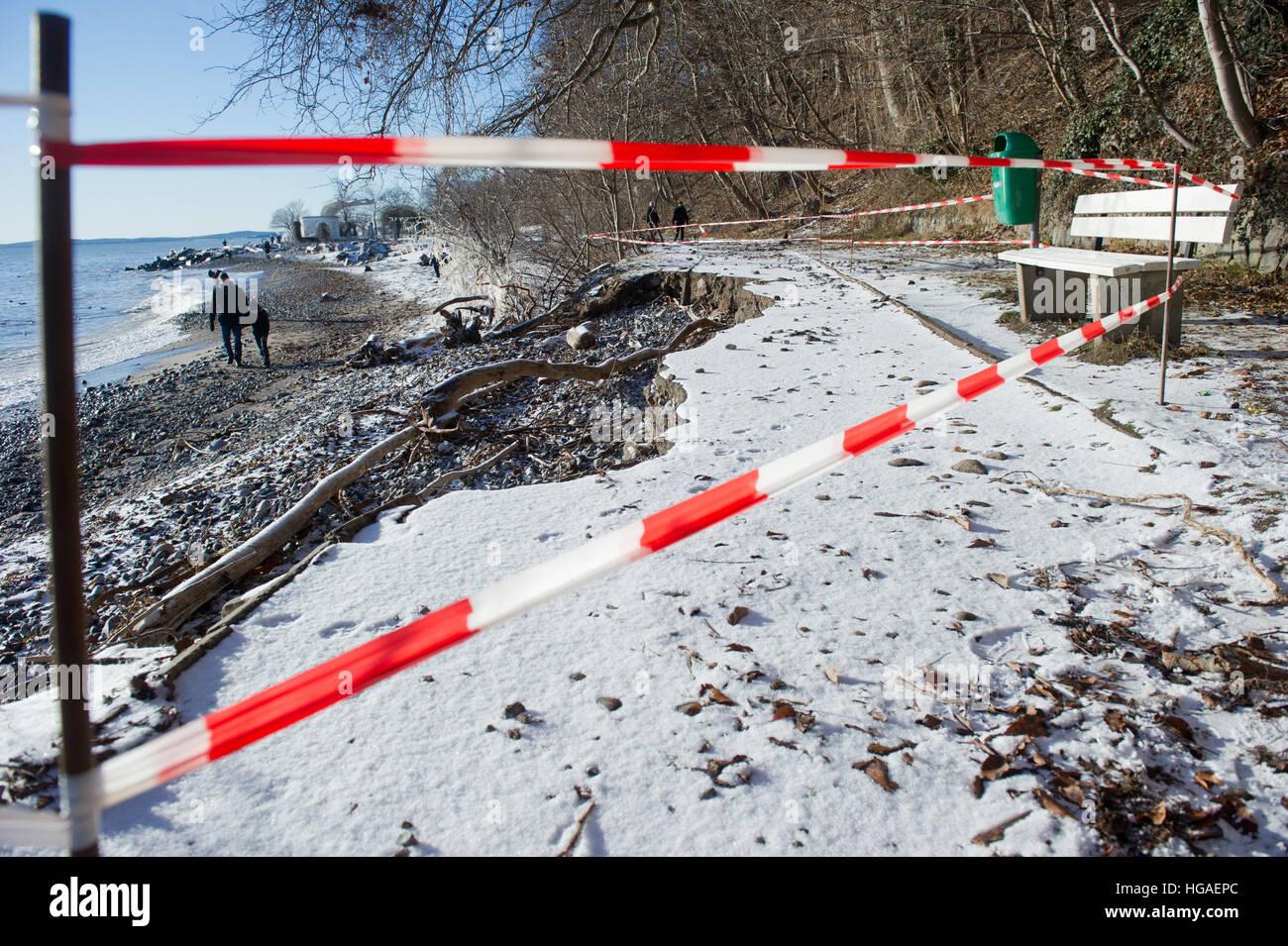 Karlsruhe, Allemagne. 06 Jan, 2017. Un chemin s'est effondré à Sassnitz, Allemagne, 06 janvier 2017. Photo Stock