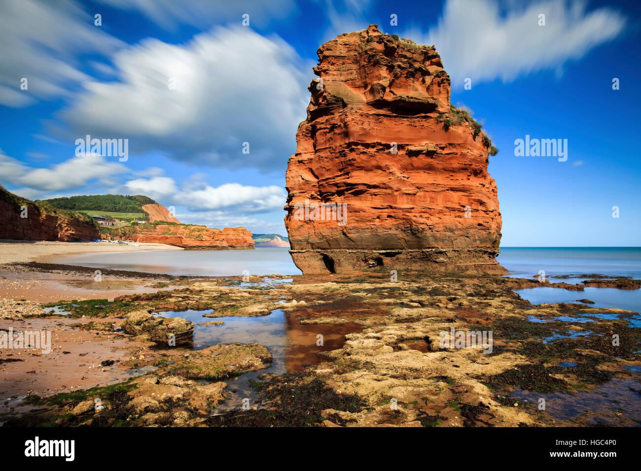 Une mer de grès à pile Ladram Bay dans le sud de l'est du Devon. Photo Stock