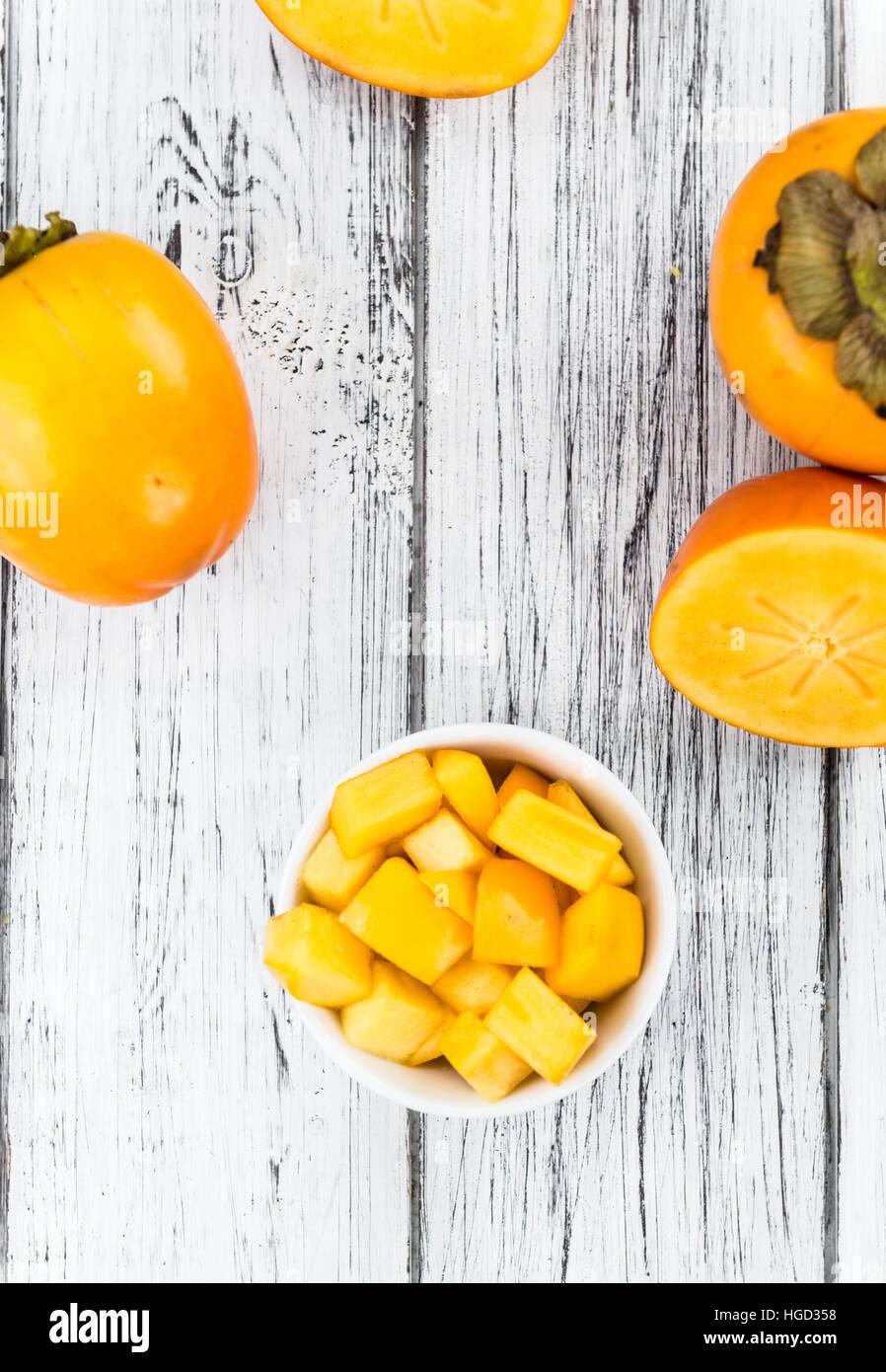 Fruits Kaki sur fond de bois rustique (gros plan) Photo Stock