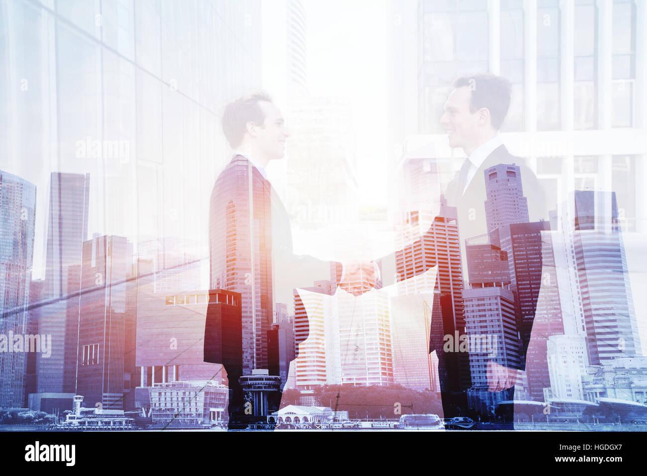 Poignée de transaction commerciale, double exposition, concept de coopération, l'accord des deux sociétés Photo Stock