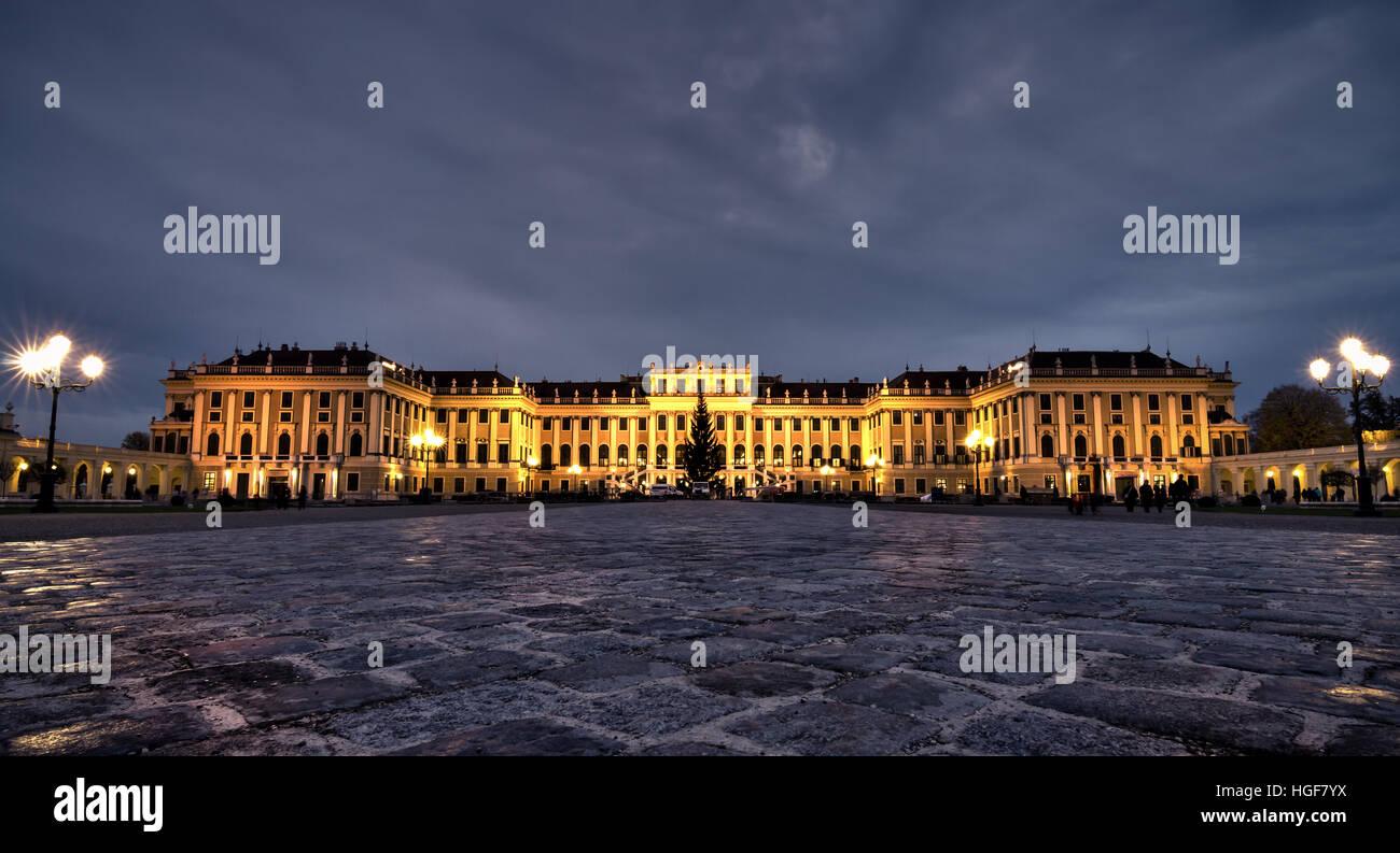 La nuit au palais de Schönbrunn à Vienne, Autriche Photo Stock