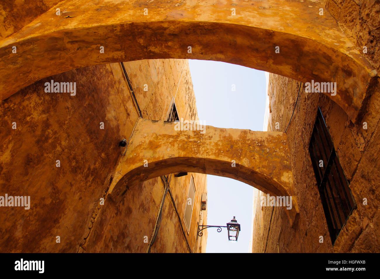 Une ruelle dans la vieille ville de Victoria, l'île de Gozo, Malte Photo Stock