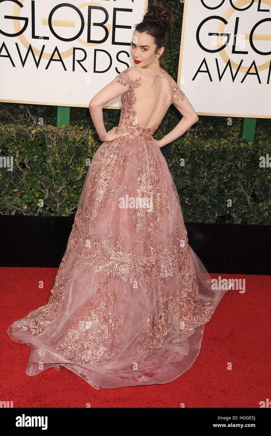 Los Angeles, CA. 8 janvier, 2017. Lily Collins au 74e congrès annuel des arrivées pour les Golden Globe Photo Stock