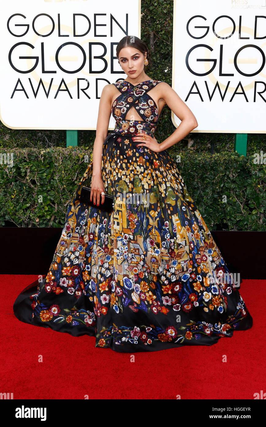 Los Angeles, États-Unis. Le 08 Jan, 2017. Olivia Culpo arrive à la 74e assemblée annuelle Golden Globe Awards, Golden Banque D'Images