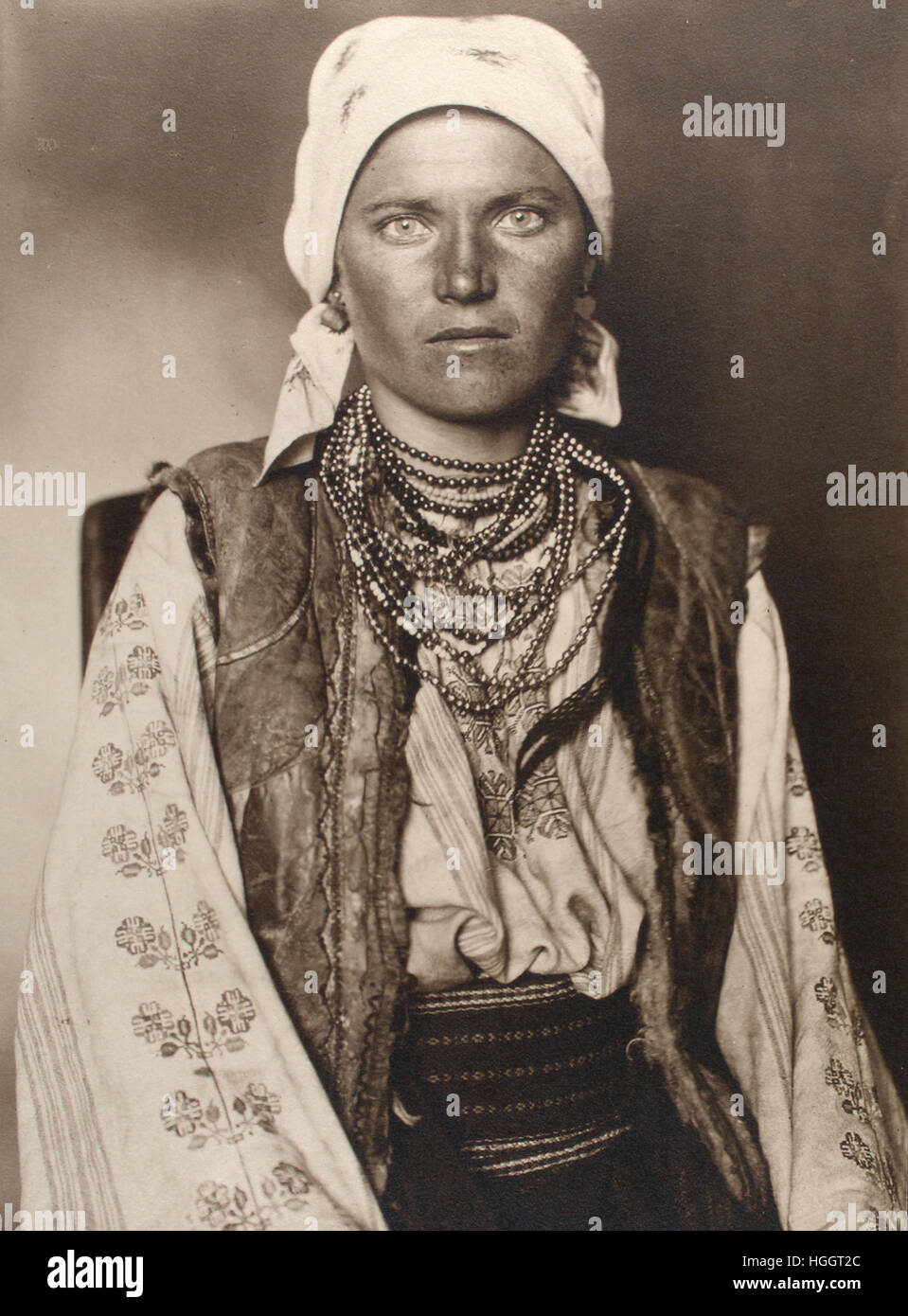 Portrait de femme ruthène - Station de l'Immigration d'Ellis Island - 1902-1913 Photo : Augustus Sherman Banque D'Images