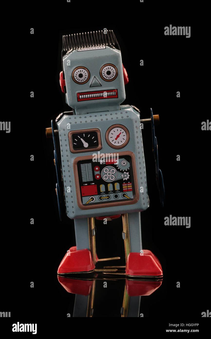 Robot Boîte métallique rétro sur fond noir Photo Stock