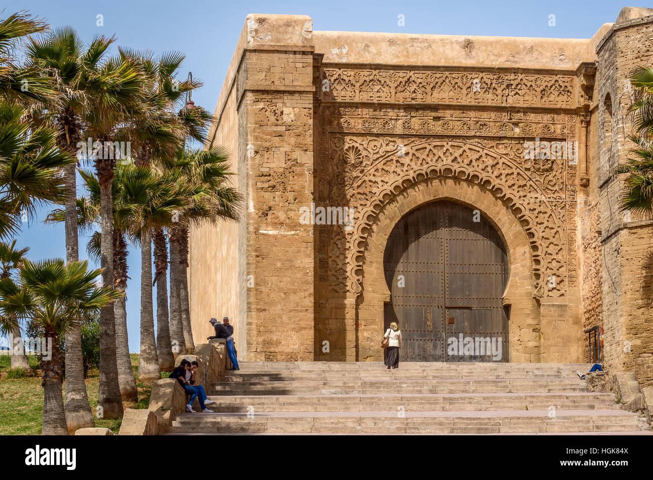 Grande porte d 39 entr e kasbah des oudayas rabat maroc banque d 39 images photo stock 130730570 alamy - Grande porte d entree ...