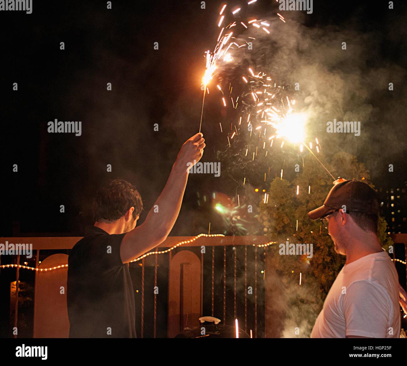 Deux hommes célébrant le 4 juillet à New York. Photo Stock