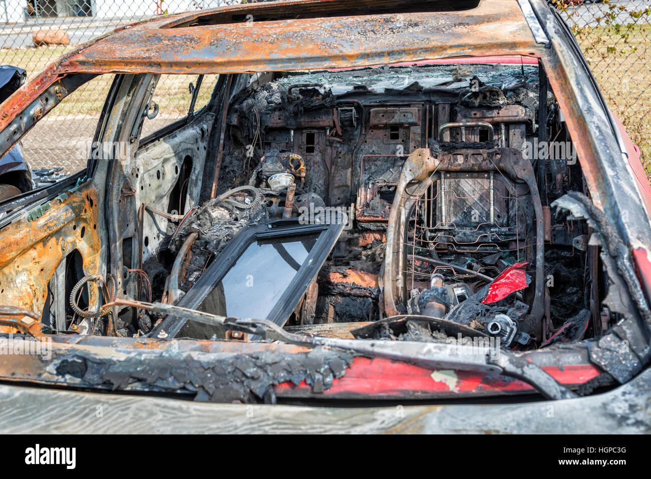 L'intérieur d'une voiture carbonisée qui a été totalement détruit par un incendie Photo Stock