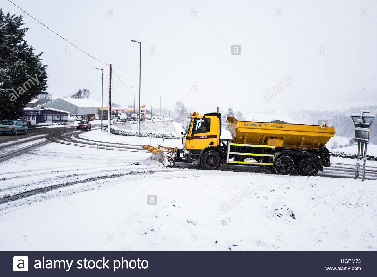 Selkirk, Scottish Borders, au Royaume-Uni. 12 janvier 2017. Un chasse-neige fait son chemin jusqu'alors A7, Photo Stock