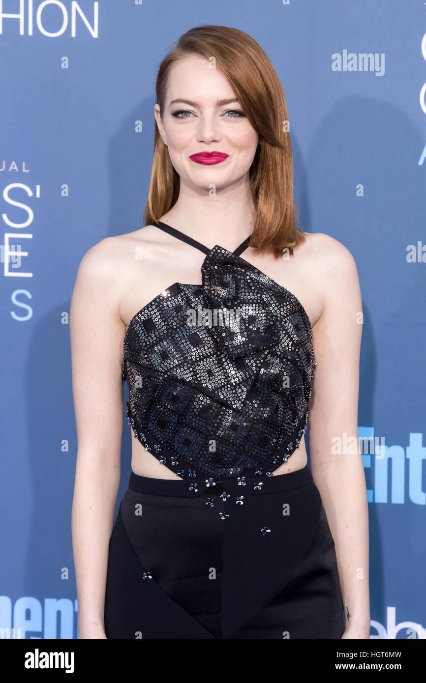 Emma Stone participant à la 22e Critics' Choice Awards au Barker Hangar à Santa Monica, en Californie. Photo Stock