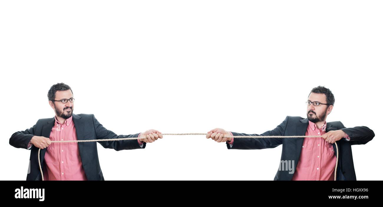 Deux hommes d'jouer remorqueur de la guerre Photo Stock