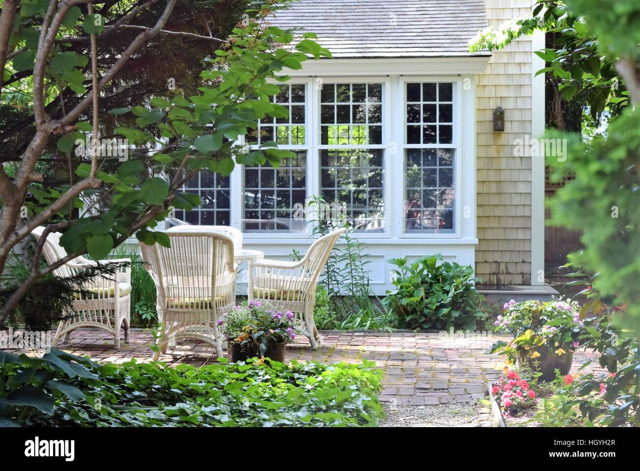 cape cod style home photos cape cod style home images alamy rh alamyimages fr Tudor Style Homes Craftsman- style Home