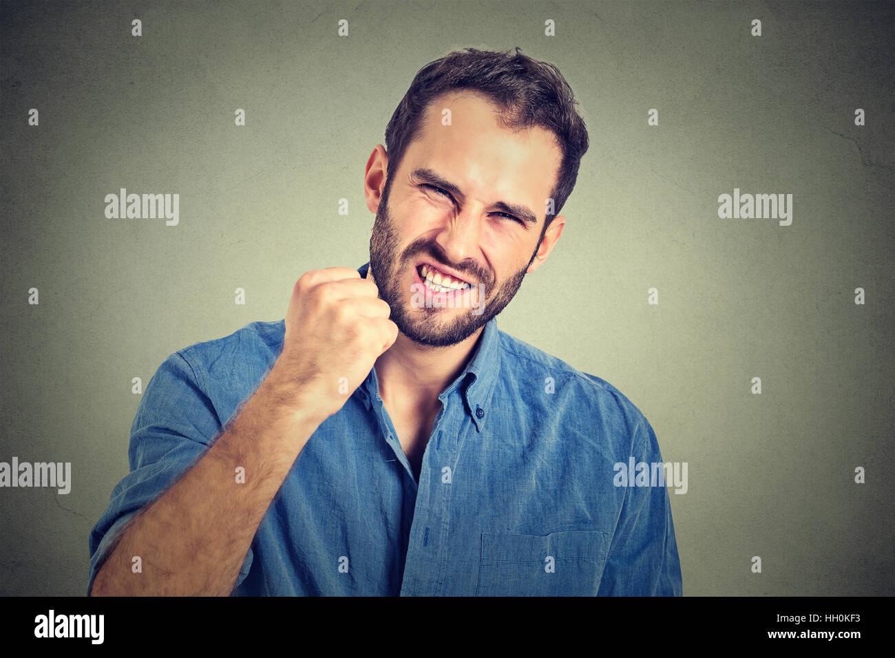 Portrait de jeune homme en colère Photo Stock