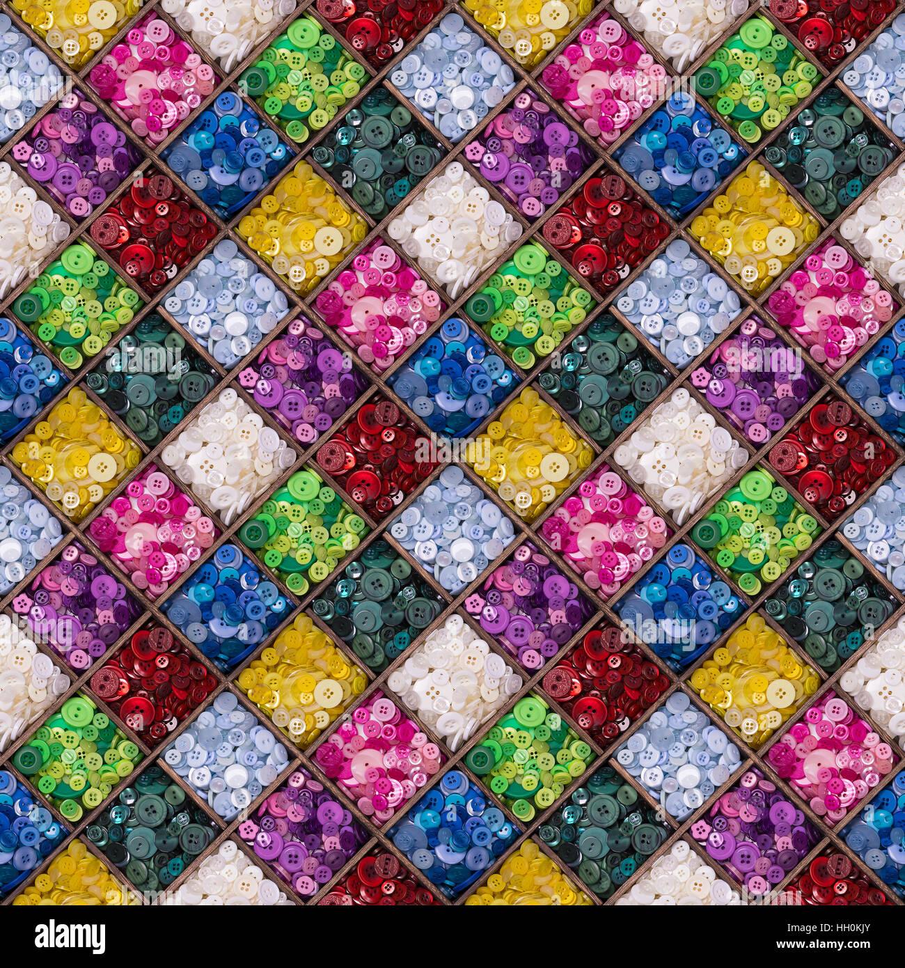 Un Ensemble De Boutons Colores Affiches Dans Une Boite De Rangement
