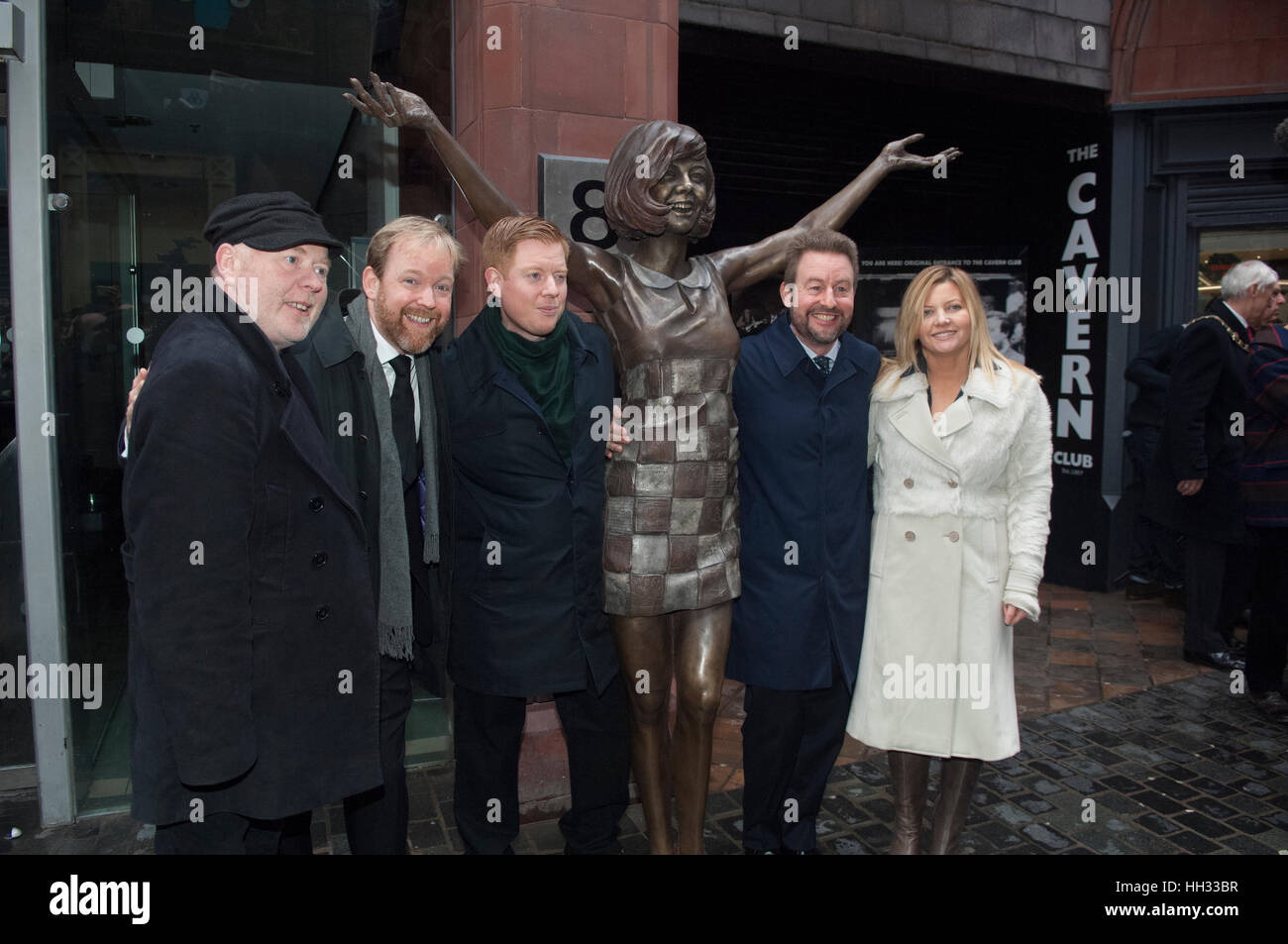 Liverpool, Royaume-Uni. 16 janvier 2017. Jack, Ben et Robert Willis, fils du défunt star, Cilla Black, de concert Photo Stock