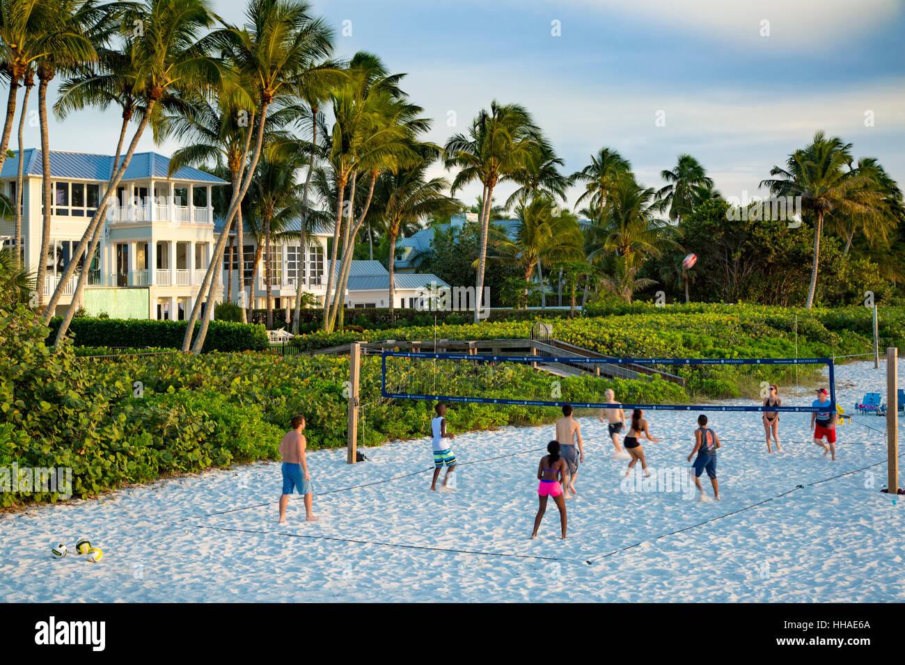 Volley-ball sur la plage de Naples, Floride, USA Photo Stock