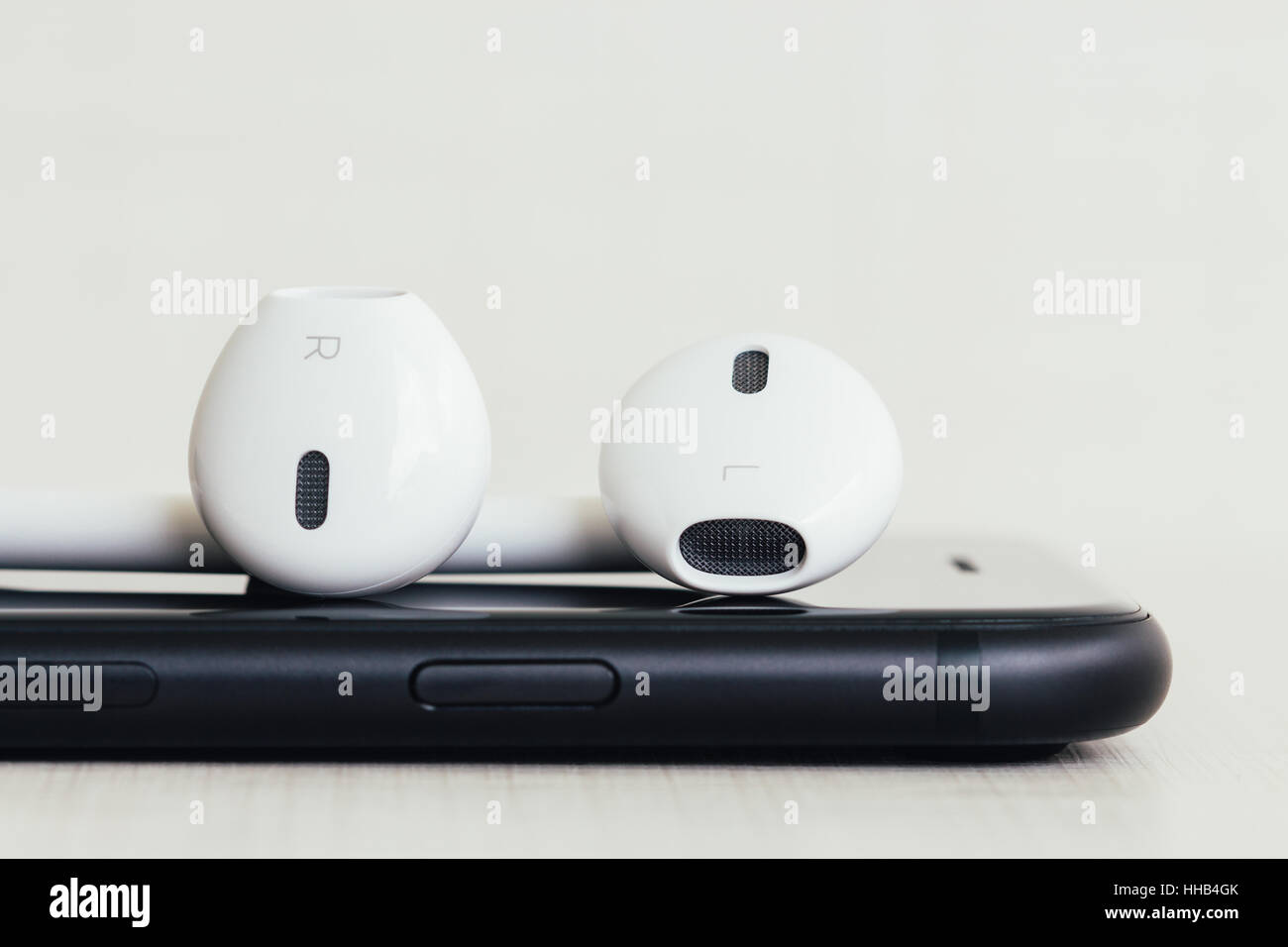 Close-up sur pile casque nouveau téléphone moderne Photo Stock
