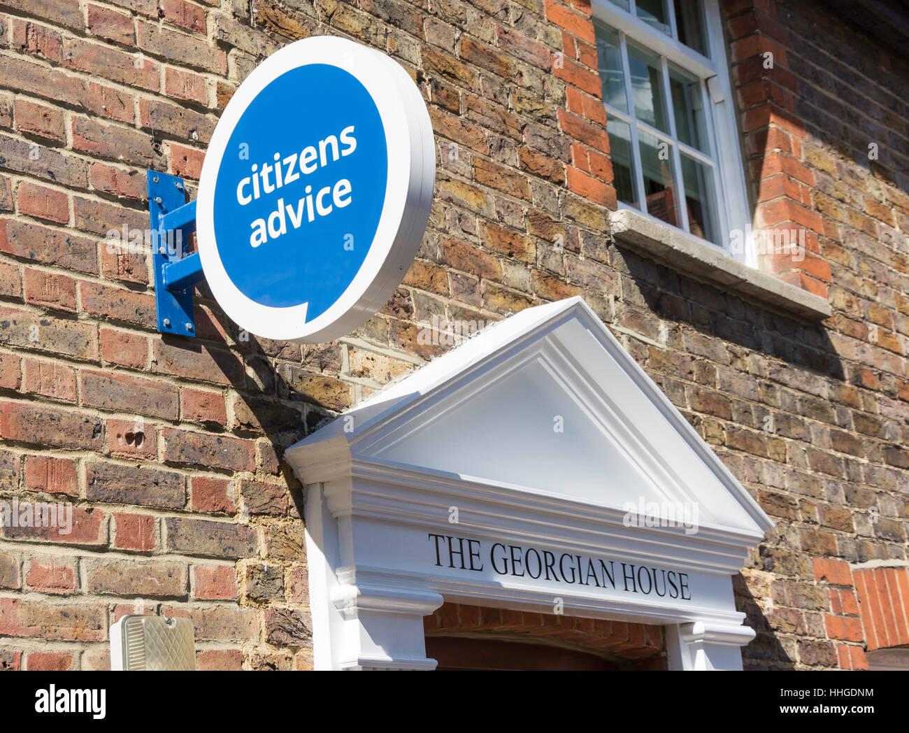Panneau d'entrée au Bureau de conseil aux citoyens, le Georgian House, Swan Mews, Leatherhead, Surrey, Photo Stock
