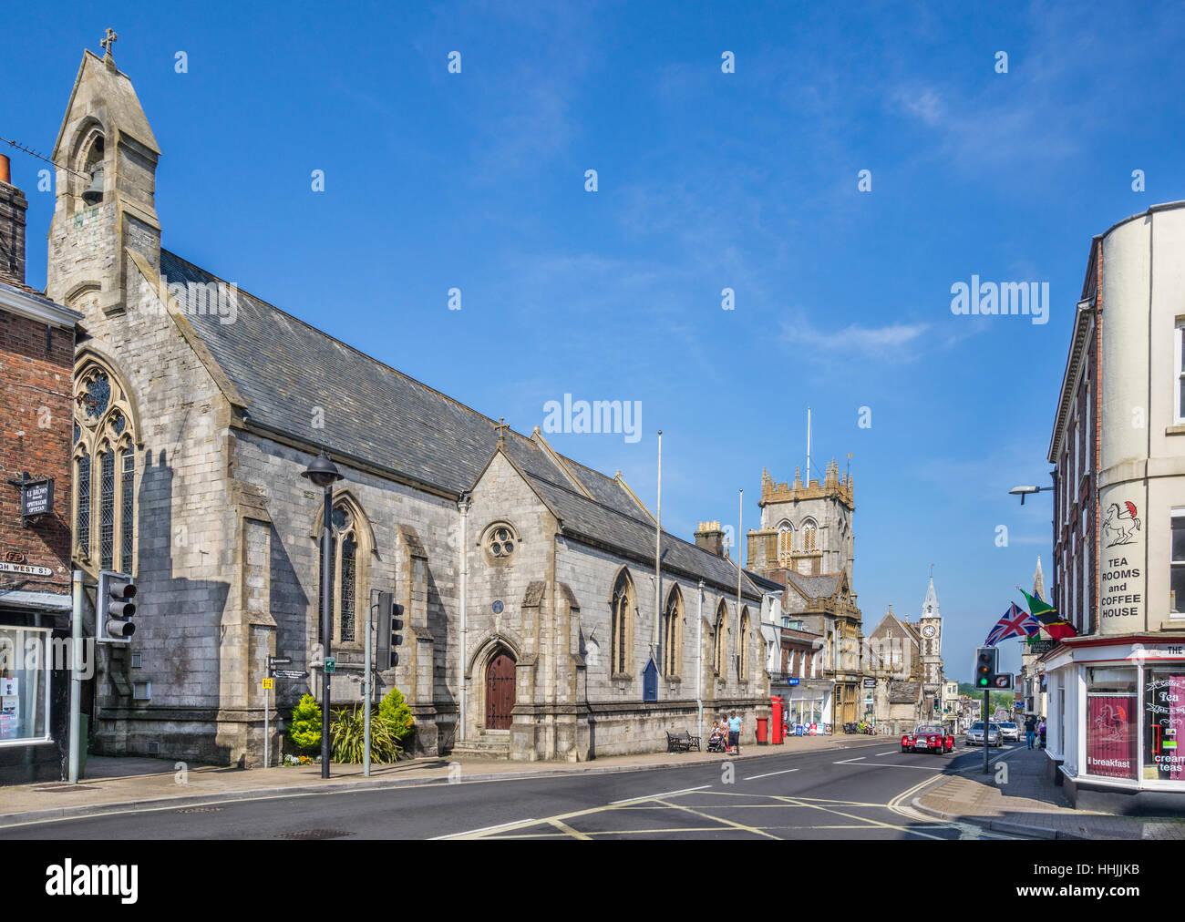 Grande-bretagne, Dorchester, Dorset, High West Street, vue de l'Église catholique Holy Trinity Photo Stock