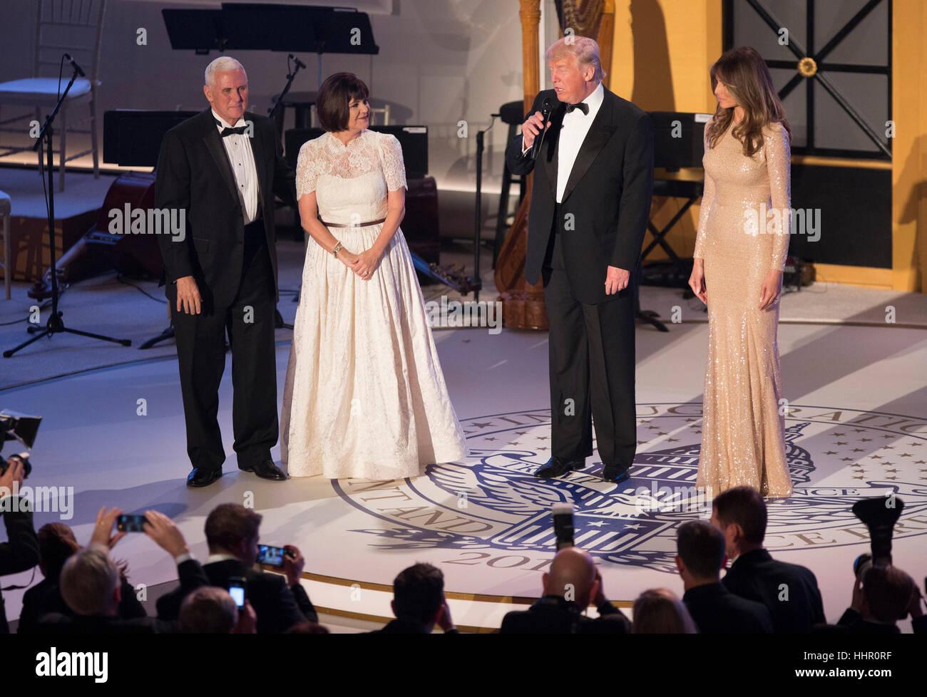 Washington, DC, USA. 19 Jan, 2017. -Vice-président élu des États-Unis Mike Pence, sa femme Karen Pence et la Première Banque D'Images