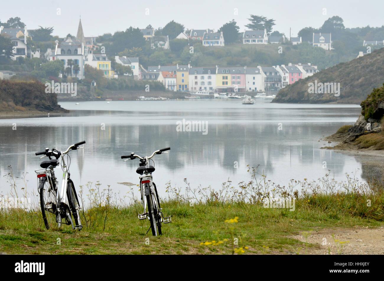 Belle Ile, France , onn voyage vélo le long de la rivière Photo Stock