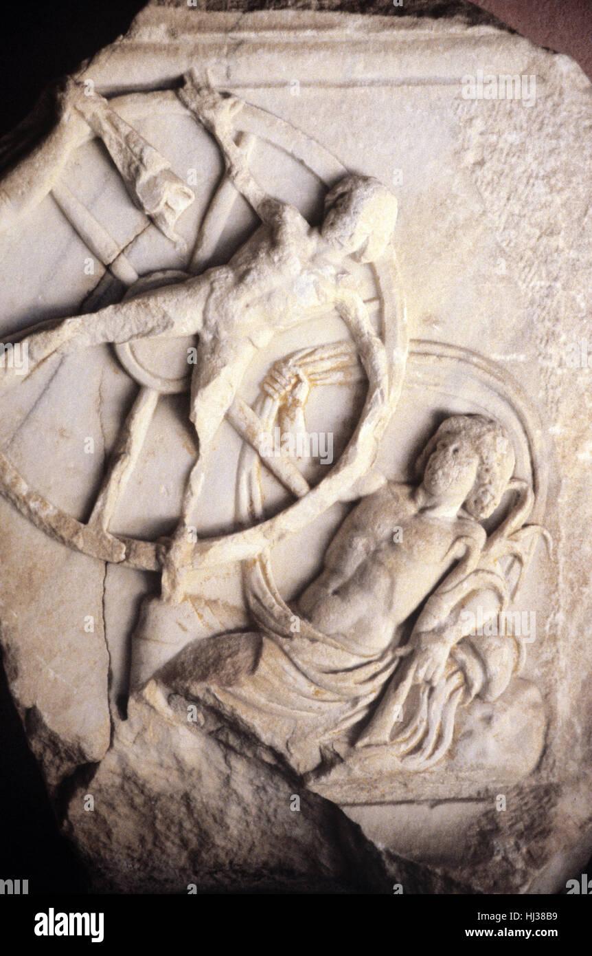 La punition de l'Ixion. AD 2c à partir de la sculpture en marbre grec, côté sud de la Turquie. Photo Stock