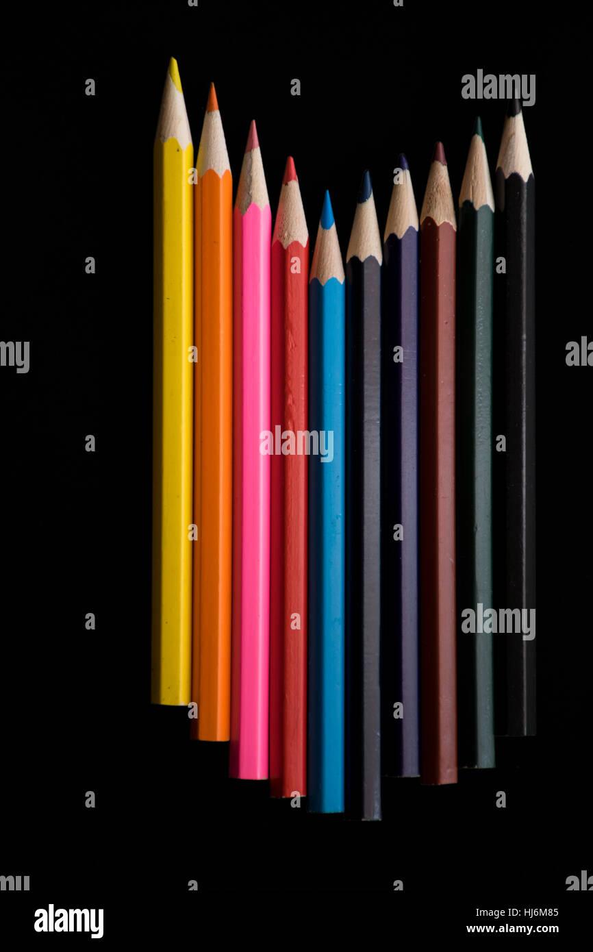 Crayon de couleur dans le groupe avec fond noir Photo Stock
