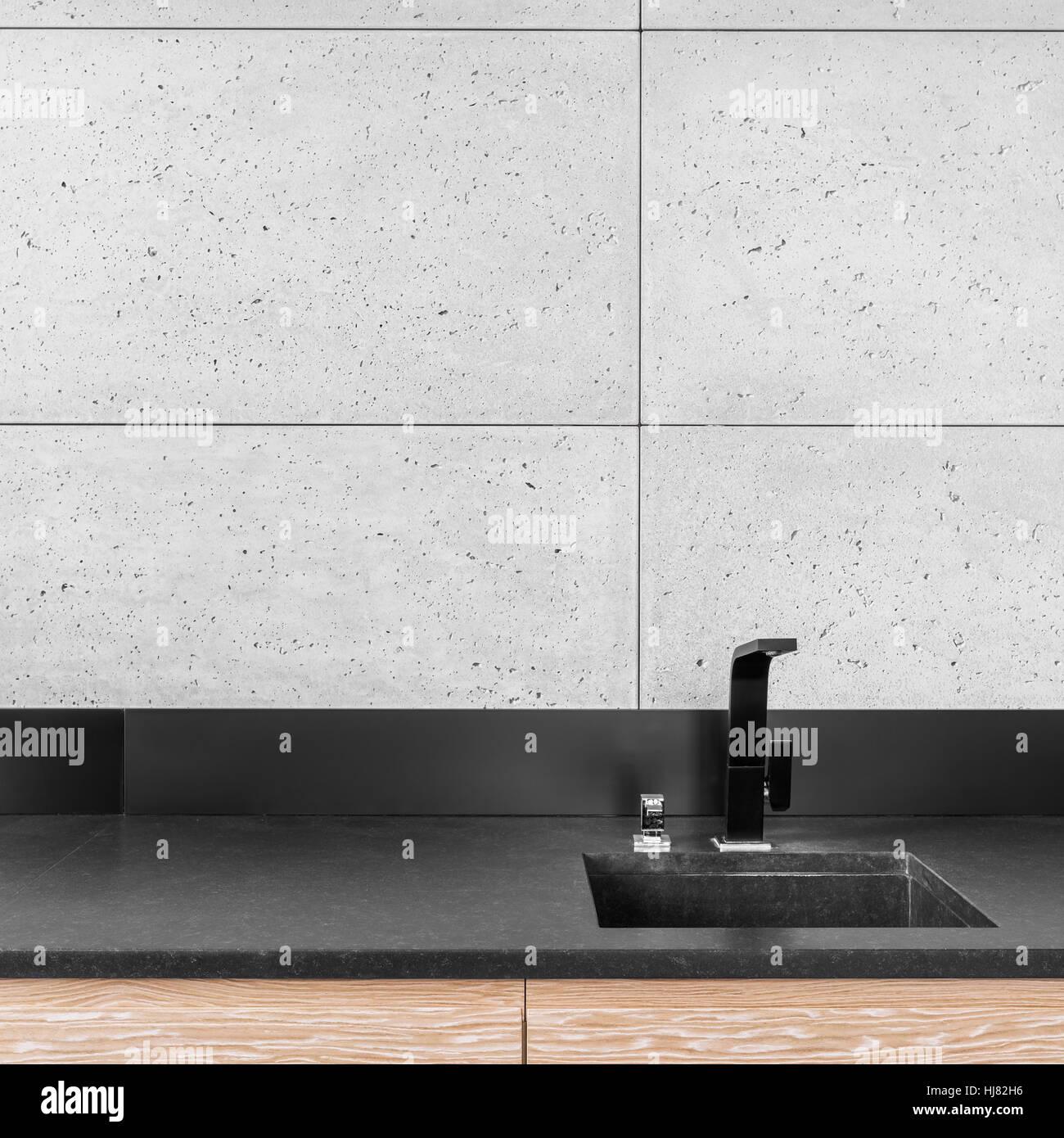 Cuisine moderne avec carreaux de mur gris noir, plan de ...