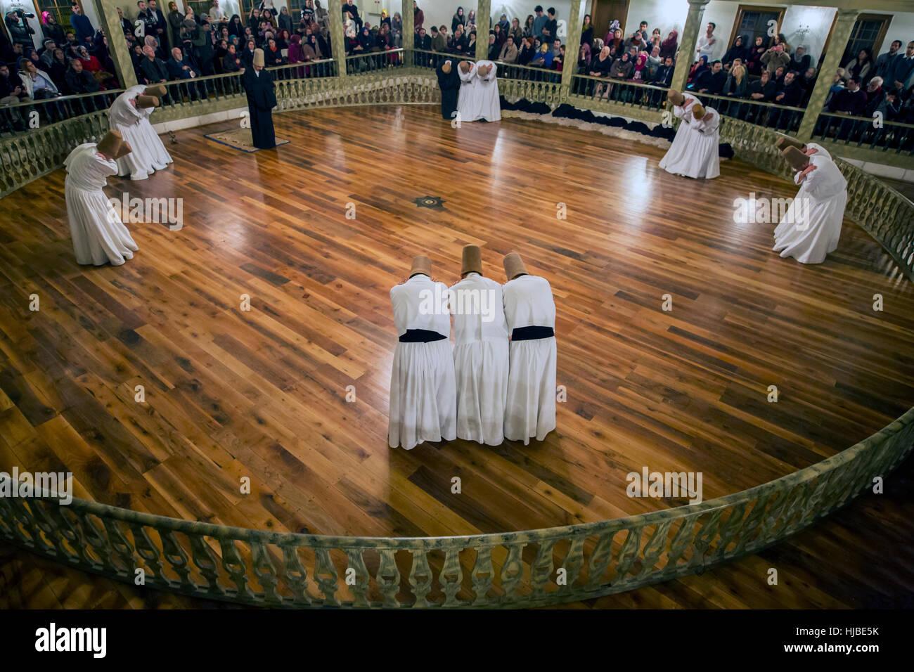 Istanbul, Turquie - 6 janvier 2016: touristes regarder Cérémonie à Sema Mevlevihanesi Yenikapi, Istanbul, Turquie le 6 janvier 2016 Banque D'Images