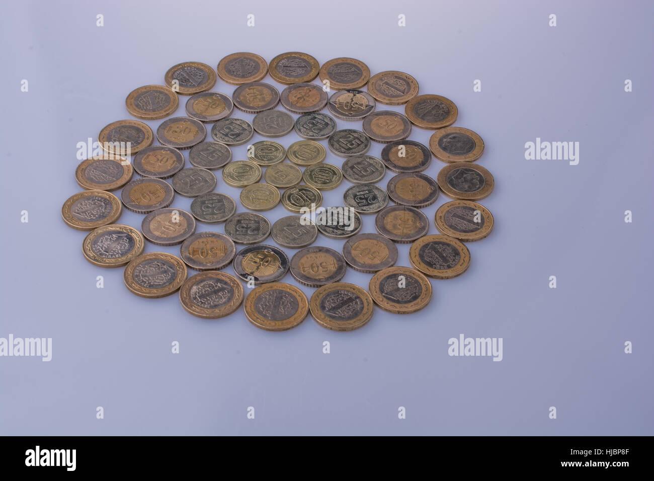 Lire turque coins ensemble forme un cercle rond forme sur fond blanc Photo Stock