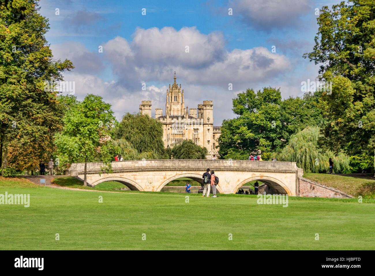 St John's College et Trinity College Bridge sur la rivière Cam, Cambridge, England, UK Photo Stock