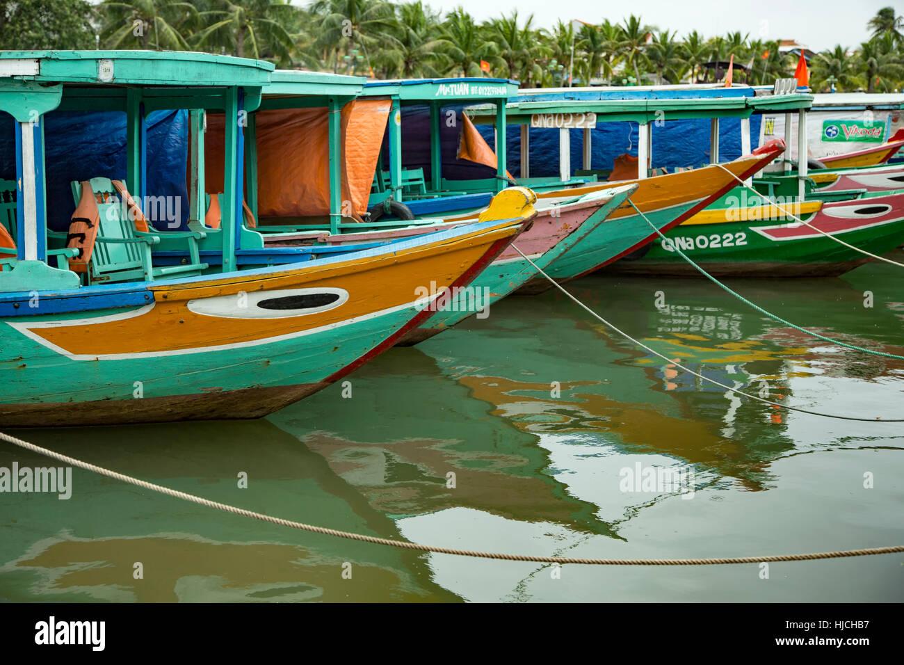Bateaux en bois sur la rivière thu bon, Hoi an, Vietnam Photo Stock